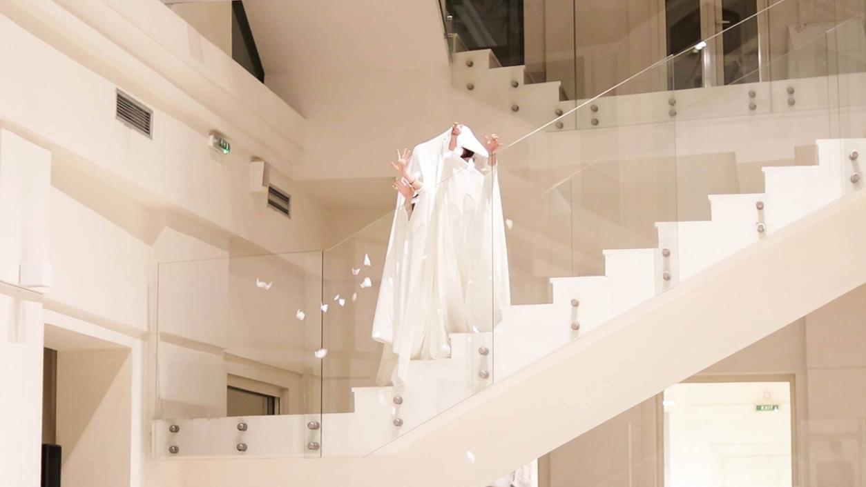 https://bojanasknezevic.com:443/files/gimgs/th-73_10-Performance-In-Your-Coat-(in-collaboration-with-Mariko-Hori)_photo-Mina-Pavlovic-04.jpg