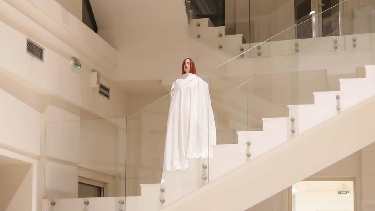 https://bojanasknezevic.com:443/files/gimgs/th-73_09-Performance-In-Your-Coat-photo-Mina-Pavlovic-03.jpg